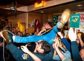 Popronde Utrecht en Iguana Death Cult ontploffen in Kafé België