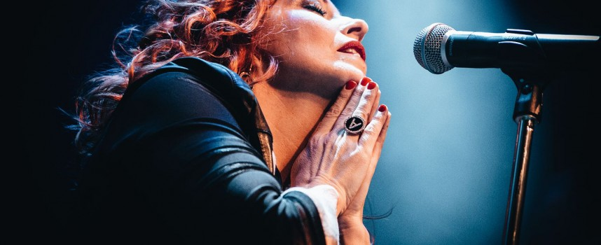 Anneke van Giersbergen's VUUR warmt op voor debuutalbum & tour