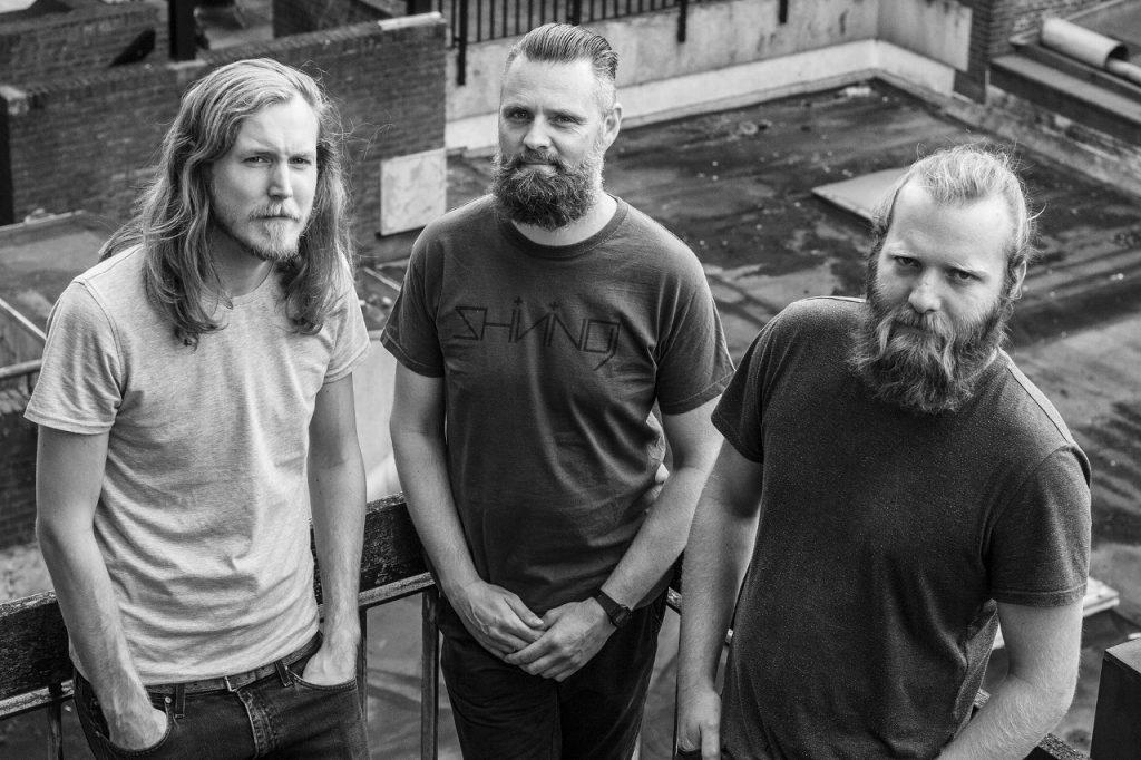 WOLVON met in het midden de nieuwe drummer, foto: Sjors Hoogerdijk
