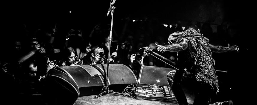 In 1 beeld: Behemoth op Eindhoven Metal Meeting