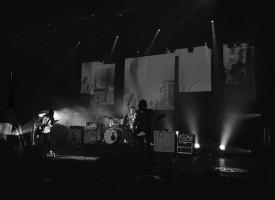 Kijk Paceshifters zeer intens gaan met Davis live in Hedon