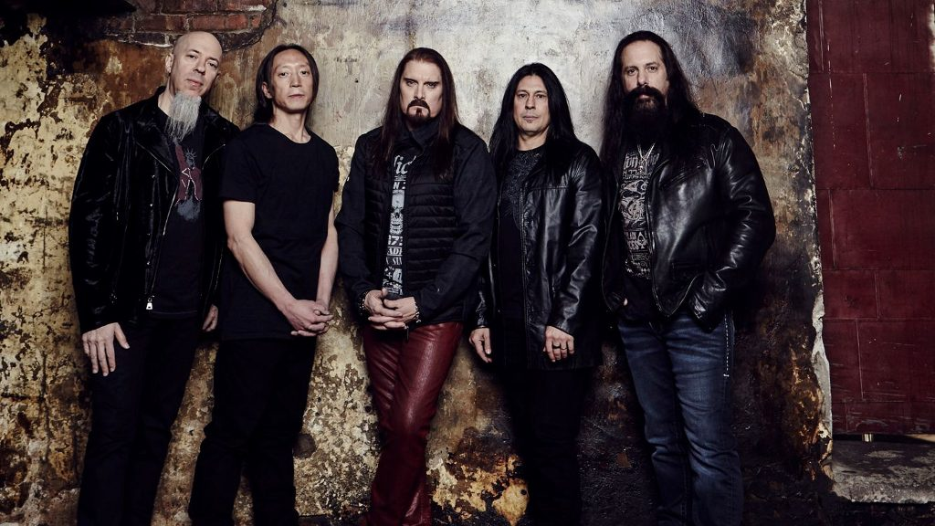 Dream Theater; vlnr Jordan Rudess, John Yung, James LaBrie,  Mike Mangini en John Petrucci