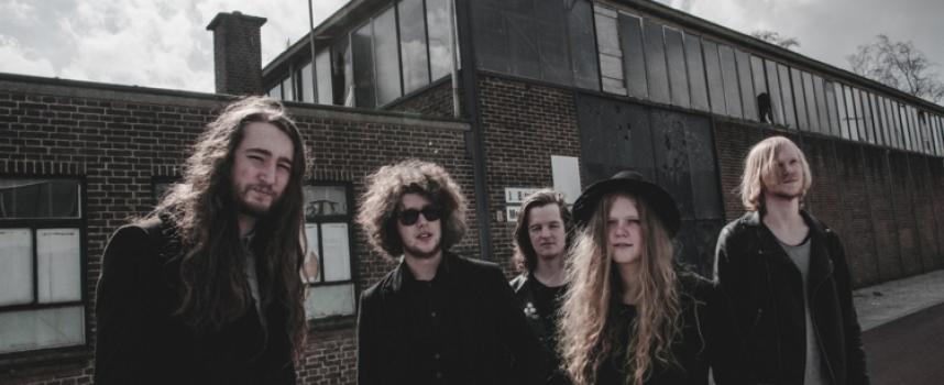 Popronde-alert: HØUND crowdfundt luid grommende debuut-EP