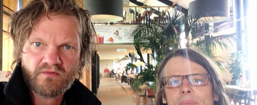 Video: Henk & Melle proeven heerlijk ongemakkelijk van die Hot Cup