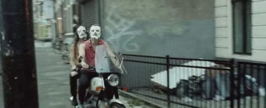Video: Getergd Bonne Aparte heeft het schuim op de bek in Hours