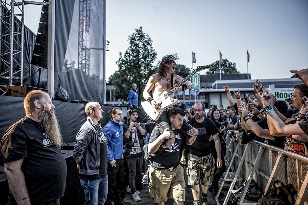 Airbourne op Into The Grave, foto Rob Sneltjes