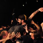 Last Night on Earth-crowdsurfen, foto: Christel de Wolff