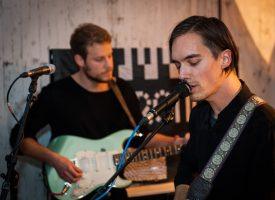 Track: Mountain States met de duistere post-punker Sirens