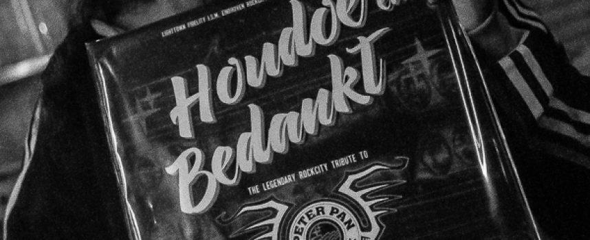 Peter Pan Speedrock verrast met coverplaat Houdoe en Bedankt door Eindhovense rockbands