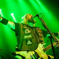 Review: Overbodige 'Roots' vertolking van Cavalera in 013