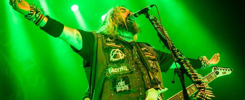 Review: Overbodige 'Roots' vertolking van Cavalera in 013