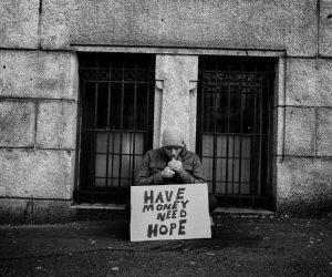 Video: Black Hole Generator – Moloch, een macabere, intrigerende Costin Chioreanu film