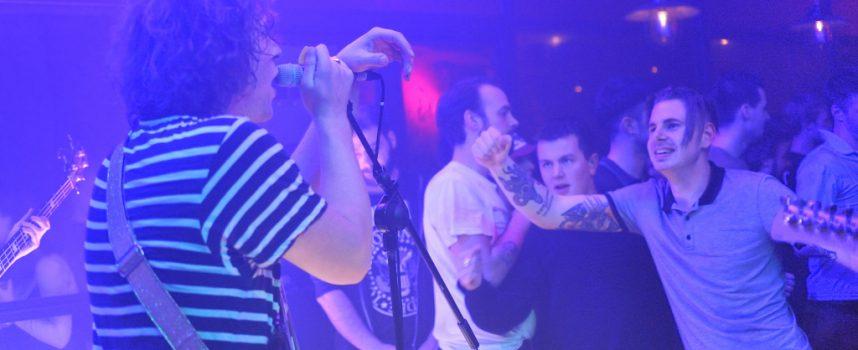 Iguana Death Cult gooit met mensen in beestachtige skatepark party
