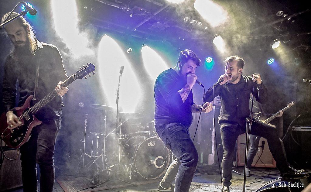 De nieuwe en oude zanger van OBESE samen op Doomstad #1, foto Rob Sneltjes