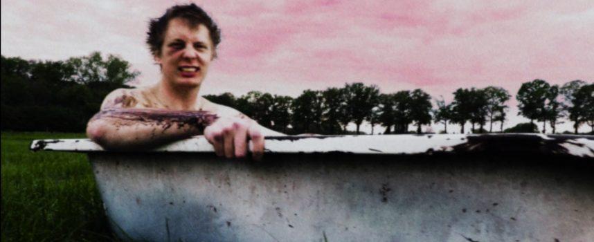 Videoprimeur: Knarsetand haalt hard uit met nieuwe single Fuckup