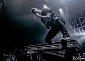 Papa Roach ontbloot vervaarlijk grommend de tanden in 013