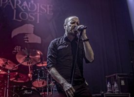 In 1 Beeld: Nick Holmes (Paradise Lost) in TivoliVredenburg