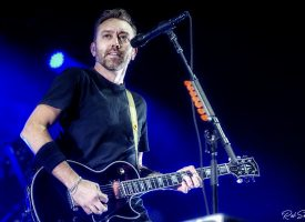 In 1 Beeld:  Tim McIlrath van Rise Against in AFAS Live