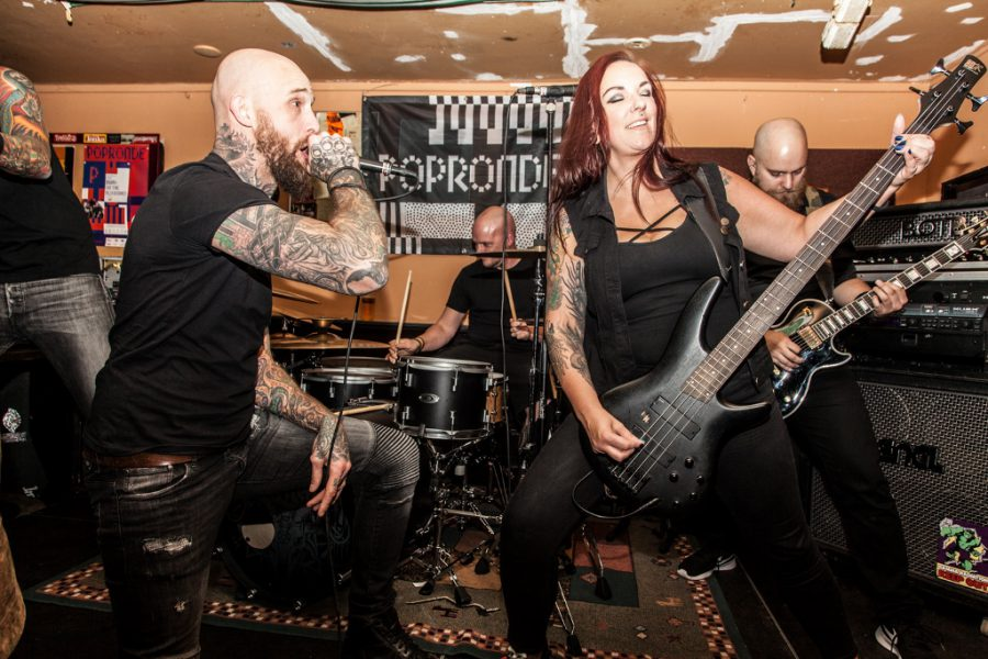 Bring On The Bloodshed op Popronde Leiden, foto: Sharon & Maureen Photography