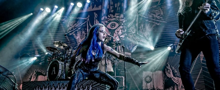 Girl power, gitaarsolo's en grunts: metalmarathon in 013 met Arch Enemy, Tribulation, Wintersun en Jinjer