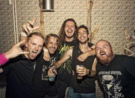 Wildebeast smeedt dat hete ijzer met single Bright Smiles en Beastfestende video