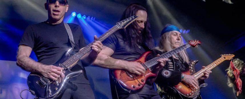 In 1 Beeld: de G3 met Joe Satriani, John Petrucci en Uli Jon Roth in Klokgebouw