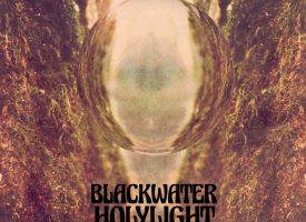 A Rawkward review: BlackWater HolyLight knipoogt weelderig naar muziekgoden
