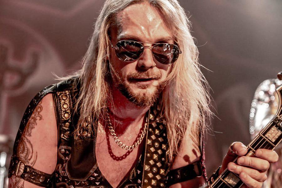 Gitarist Richie Faulkner van Judas Priest in 013, foto: Rob Sneltjes