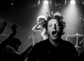 A Rawkward Review: ondersteboven door Aussie echo's van 70's CBGB-punkers Amyl & the Sniffers