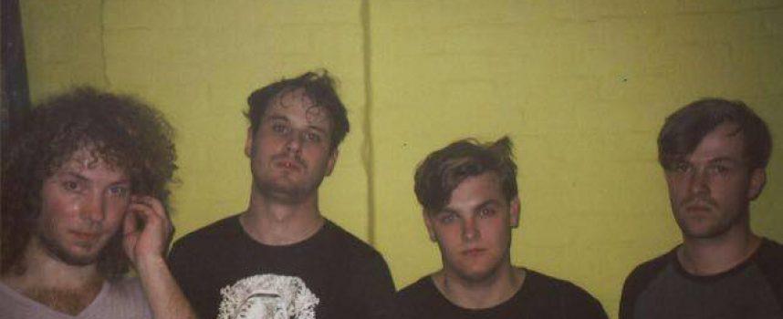 Tilburgse noisepunks To Adelaide met een intense kraakpand-sessie