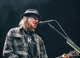 A Rawkward Review – Neil Young + Promise of the Real in de Ziggo Dome: Een onvermoeibaar gek paard laat de teugels vrij vieren en steigert naar grote hoogte