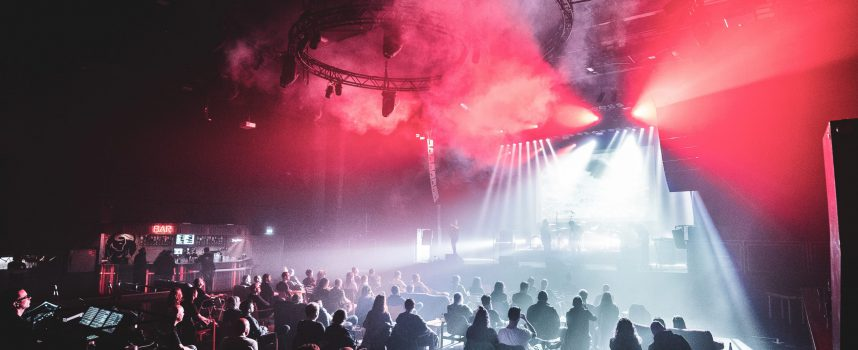 Radar Men From The Moon: keihard coronaproof voor een Crowd of Chairs in Effenaar