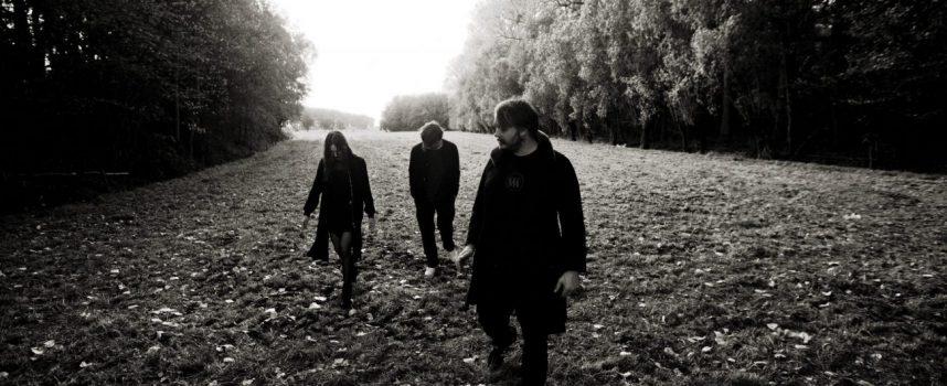 Videoprimeur: Endlingr (met leden van o.a. Wallace Vanborn, Ladakh, John Ghost) dropt eerste single Rauchblau!