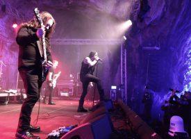 Jarige Prophecy Production trakteert op bier, worst en metal in een grot tijdens Prophecy Fest